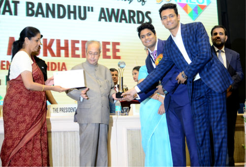 Receiving Gold Trophy from Hon'ble President